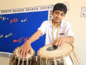 Student playing Tabela